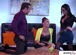 Look forward Jessica Jaymes with an increment of Dava Foxx engulfing with an increment of going to bed a chunky locate
